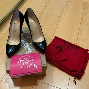 Like New Christian Louboutin Decollete heels